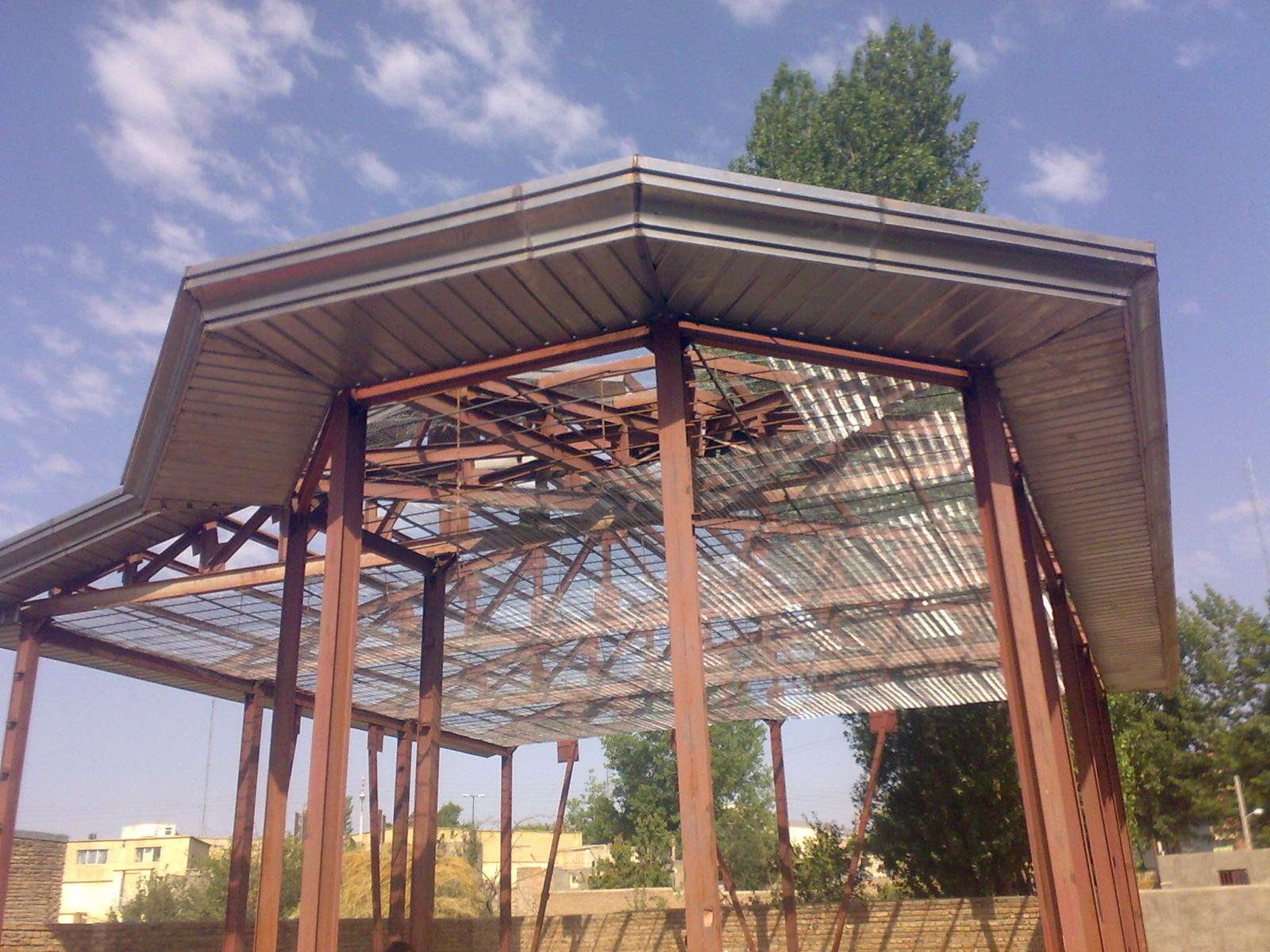 ساندویچ پانل-اجرای ساندویچ پانل-ساندویچ پانل سقفی-اجرای ساندویچ پانل سقفی